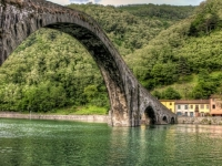 ponte-del-diavolo-borgo-mozzano-586x357